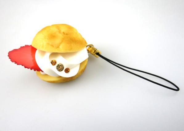 Q-pot. シュークリームストラップ