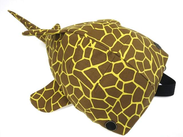 KASEI キリン柄 巨大鮫ボディバッグ