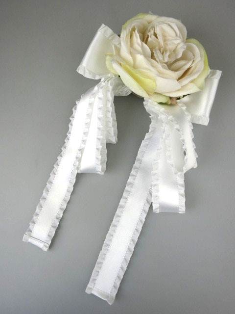 mille fleurs フリルリボンと薔薇のコサージュ