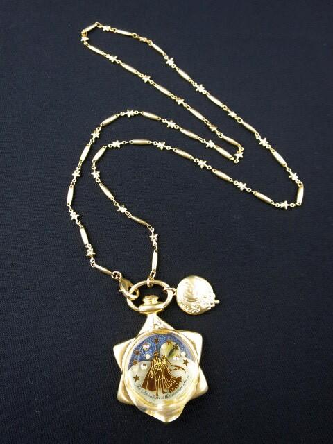 Q-pot.×セーラームーン ムーンフェイズの懐中時計 ネックレス