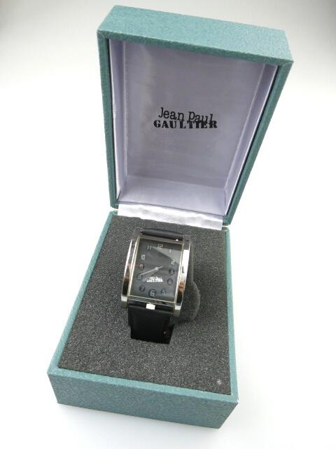 Jean Paul GAULTIER ラウンドガラス腕時計
