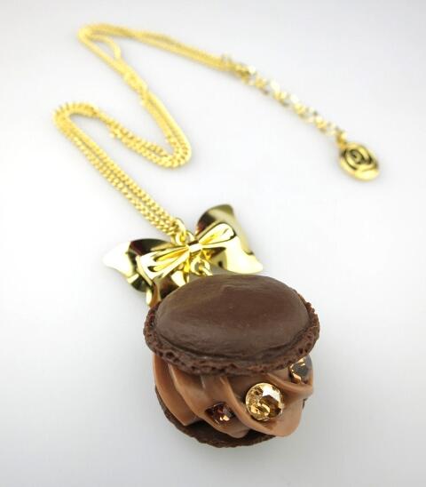 Q-pot. クリーミーチョコレートマカロン ネックレス