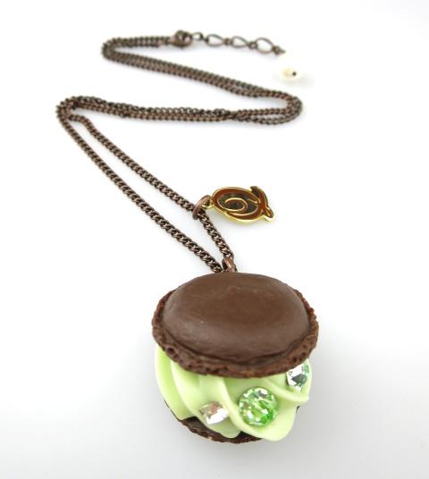 Q-pot. クリーミーメロンチョコレートマカロン ネックレス