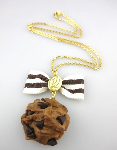 Q-pot. チョコレートチップ リボンクッキー ネックレス