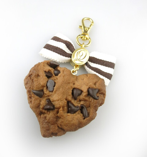Q-pot. チョコレートチップ リボンクッキー バッグチャーム