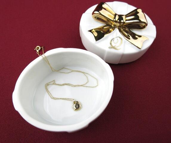 Q-pot. 0.01ダイヤ付きK10YGネックレス(陶器ボックスセット)