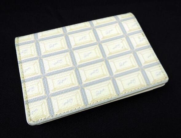 Q-pot. ミルクチョコレートカードケース