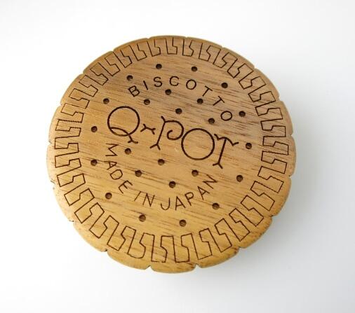 Q-pot. ビスケット コードリール ブローチ