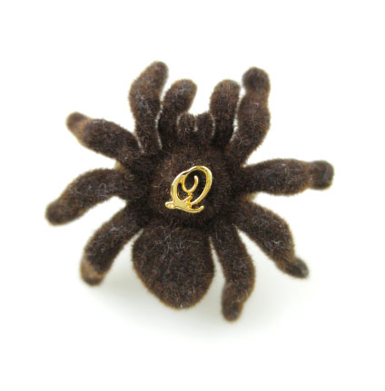 Q-pot. 毒蜘蛛リング