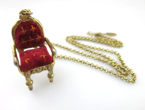 Jane Marple 椅子ネックレス