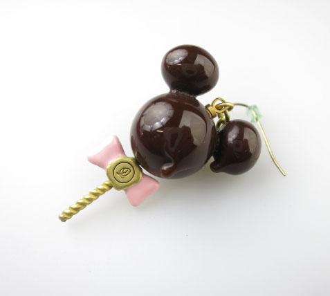 Q-pot.×Disney ミッキーマウス/メルティーロリポップチョコレート ピアス(片方)