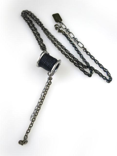 Q-pot.×Disney マッドハッター ブラックウィンダー ネックレス