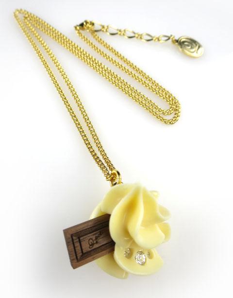 Q-pot. チョコレートホイップネックレス