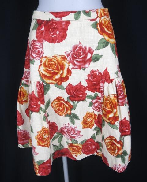 Jane Marple Dans Le Salon ローズ柄スカート