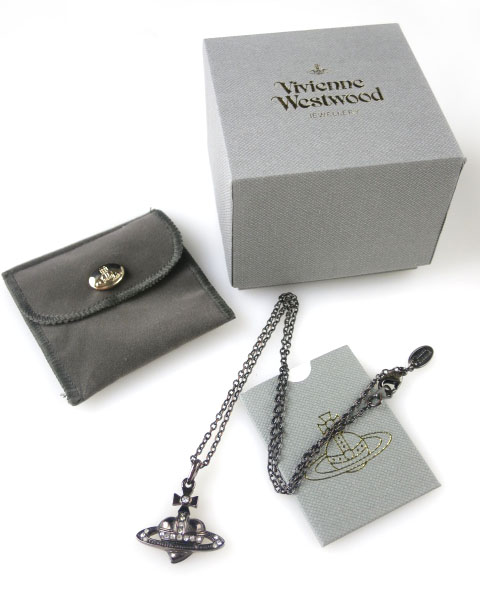 Vivienne Westwood ディアマンテハートペンダント