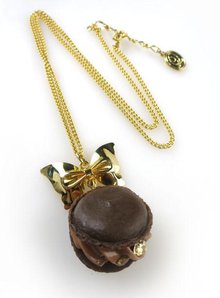 Q-pot. リボン付きクリーミーチョコレートマカロン ネックレス