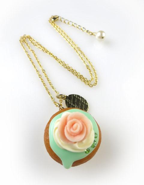 Q-pot. ローズカップケーキ ネックレス