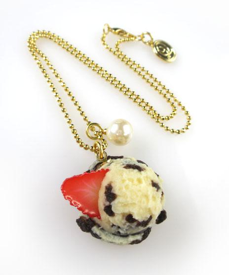 Q-pot. クッキー&クリームアイスクリームネックレス