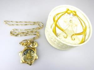 Q-pot 美少女戦士セーラームーン ムーンフェイズの懐中時計ネックレス
